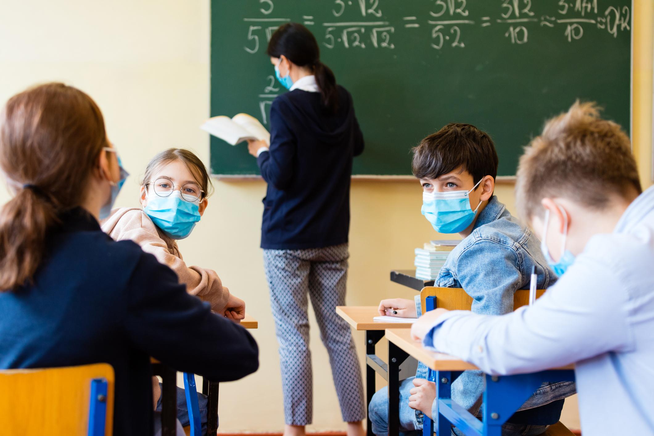 Уважаеми ученици от понеделник – 23.11.2020г. се подновява присъственото обучение в гимназията.